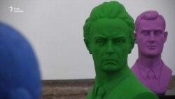 «Торкаючись, бачу». Незрячі змогли доторкнутися до скульптур видатних українців (відео)
