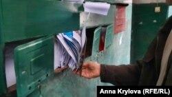 Почтовый ящик невостребованной квартиры ломится от квитанций