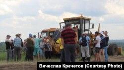 Жители Кузбасса перекрыли дорогу углевозам, протестуя против строительства погрузочной станции