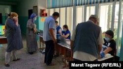 Один из избирательных участков в Токмаке.