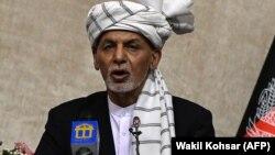 У своєму короткому телевізійному зверненні 14 серпня Ашраф Гані сказав, що консультується з місцевими лідерами та міжнародними партнерами щодо ситуації в країн