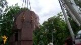 Lenin Monument Dismantled In Dnipropetrovsk