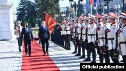 Хоти во официјална посета на Скопје.