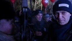 «Алексей, Крым несдавай». Митинг Навального вБарнауле
