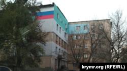Общежитие на улице Русской в Симферополе, откуда выселяют семьи бывших «ополченцев»