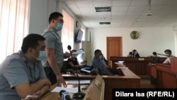 Прокурор читает обвинительное заключение в военном суде Шымкентского гарнизона. Шымкент, 17 сентября 2020 года.