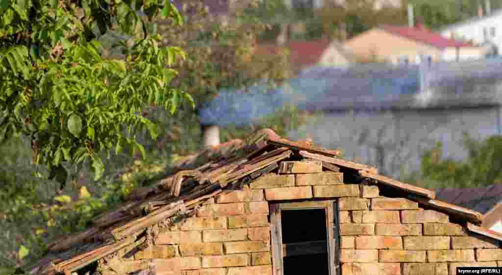 Будиночок під старою черепицею з пічним опаленням