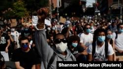 Протест в США после смерти афроамериканца Джорджа Флойда от рук белого полицейского. Нью-Йорк, 15 июня 2020 года.