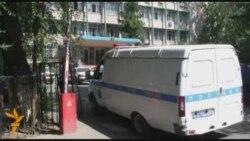 Полицейлер БАҚ өкілдерін ұстады