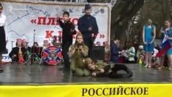 В руках автомат: у Севастополі провели концерт в день «возз'єднання» Криму з Росією