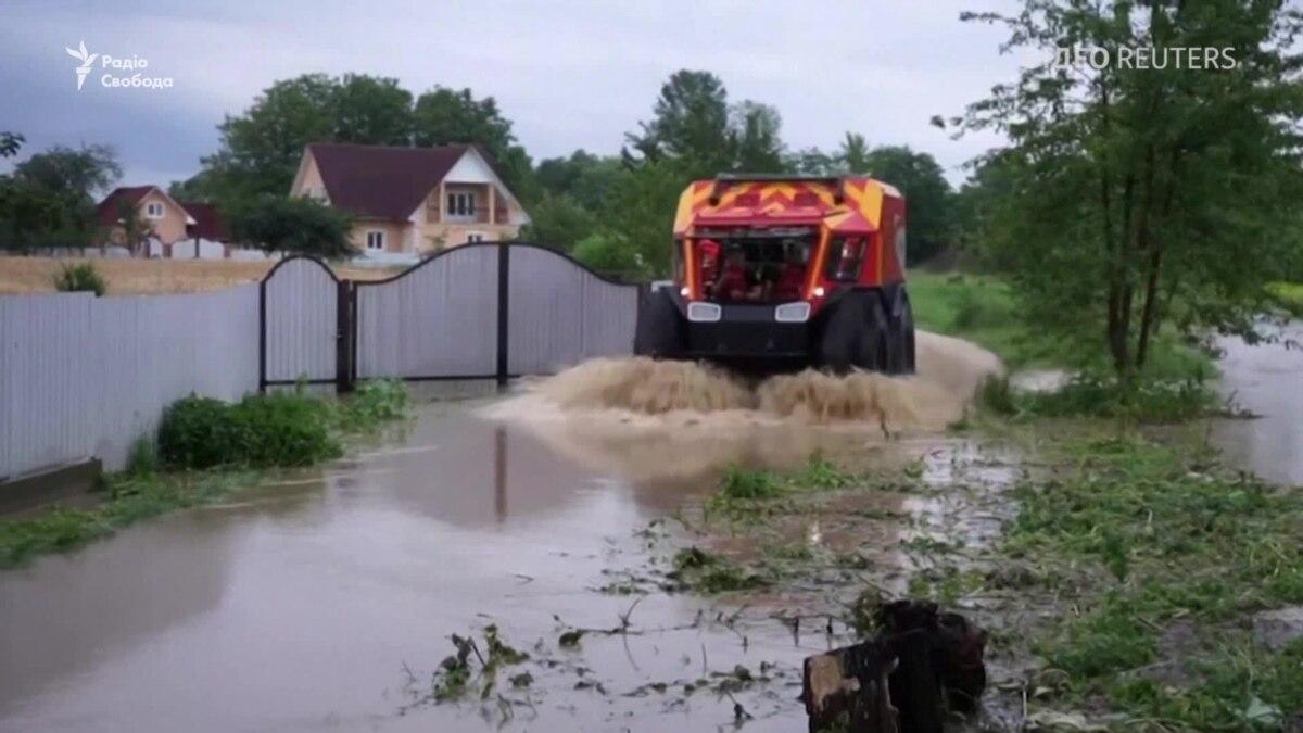 Наводнение в Западной Украине: затоплены Прикарпатье и Буковина (видео)