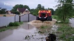 Повінь у Західній Україні: затоплені Прикарпаття і Буковина (відео)