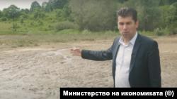 """Министър Кирил Петков показва състоянието на язовира """"Пазар дере"""""""