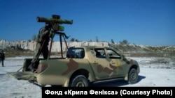Переданий волонтерами в армії позашляховик Mitsubishi L200 з встановленим на нього ПТРК