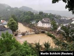 Orașul Schuld, în 16 iulie. În 18 iulie, după ce l-a vizitat, cancelarul Angela Merkel a spus că nu există suficiente cuvinte în limba germană pentru a descris dezastrul.