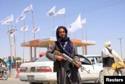 Talibanski borac u gradu Gazni, Afganistan, 14. augusta 2021.