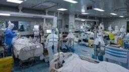 رئیس بیمارستان سینا میگوید اگر تعداد بیماران مقداری بیشتر شود، پشت در بیمارستان میمانند