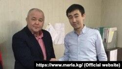 Каныбек Сагынбаевди (оңдо) окуу жайдын жамаатына тааныштыруу учуру. Бишкек шаары. 2021-жыл 26-февраль (сүрөт мэрияга таандык)