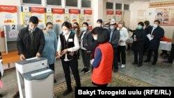 В день парламентских выборов. Бишкек. 4 октября 2020 года.
