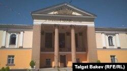 Барпы Алыкулов атындагы театрдын имараты