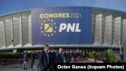 Congresul PNL în imagini: proteste afară, huiduieli în sală