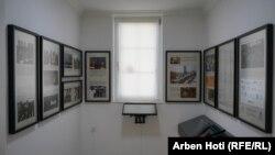 Autori i ekspozitës, thotë se qëllimi i saj është dokumenti dhe tregimi i ngjarjeve që ndodhën në Kosovë prej vitit 1989 deri më 1999.