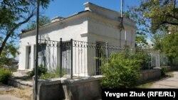 Подстанция с украшенным фасадом