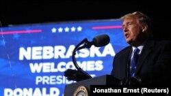 Donald Trump Nebraska államban kampányol 2020. október 27-én.