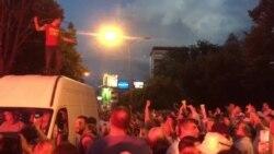 Полицијата го запре комбето на Шарената револуција