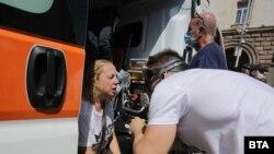 От Центъра за спешна медицинска помощ са помогнали на десетки пострадали полицаи и протестиращи