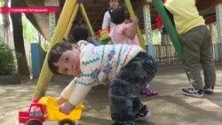 Любовь через интернет: как таджикская диаспора за рубежом помогает детям-сиротам на родине