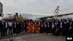 Македонската фудбалска репрезентација, од аеродромот во Скопје, замина за Букурешт, каде за првпат ќе настапи на Европско првенство