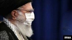 دکتر خامنهای قبل از تزریق واکسان کرونان
