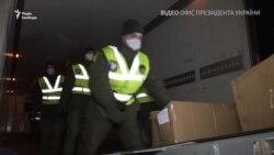 Літак з масками та тестами на коронавірус прибув з Китаю до України (відео)