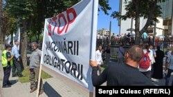 3 august 2021. Protest al unui grup de preoți și mireni împotriva vaccinării anti-Covid 19 în Chișinău