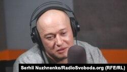 «Bumboks» gruppasınıñ vokalcısı Andriy Hlıvnük Qırım.Aqiqat Radiosında