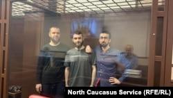 Абубакар Ризванов, Абдулмумин Гаджиев и Кемал Тамбиев в зале суда