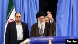 آقای وحید در کنار علی خامنهای یک سال قبل از جلسه خیلی مهم امروز