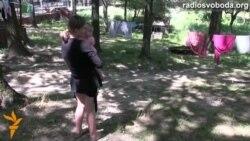 Переселенки з Донбасу рятують дитинство своїх малюків