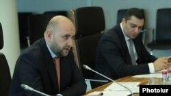 Глава Центрального банка Армении Мартин Галстян (слева)