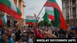 هزاران معترض ضد حکومت در بلغاریا، جادههای عمومی در پایتخت صوفیه را بار دیگر اوایل امروز بستند.