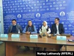 Люди, заявляющие, что их родственников приговорили к пожизненному заключению в Синьцзяне. Алматы, 2 октября 2020 года.