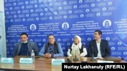 Родственники трех граждан Китая, этнических казахов, приговоренных к пожизненному заключению в Китае, на пресс-конференции. Алматы, 2 октября 2020 года.