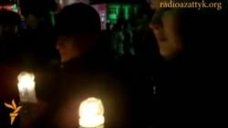 В Уральске зажгли свечи в память о Жанаозене