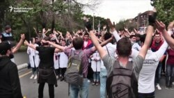 Armenian Students March In Support Of Pashinian