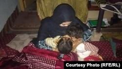 د ښځو حقونو او مدني فعاله لیلو افغان او ماشومانیې پر کور یې د لاسي بم له حملې وروسته