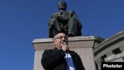Armenia - Opposition leader Vazgen Manukian addresses supporters at Liberty Square in Yerevan, February 12, 2021