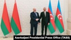 Ilham Alijev illiberális azeri politikus április 14-én Bakuban fogadta belarusz kollégáját, Alekszandr Lukasenkát.