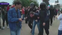 Задержания в Петербурге, полиция несет и ведет протестующих