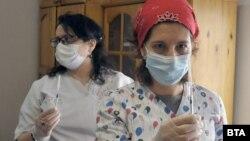 В четвъртък бяха ваксинирани жителите на дом за възрастни хора в Бургас.
